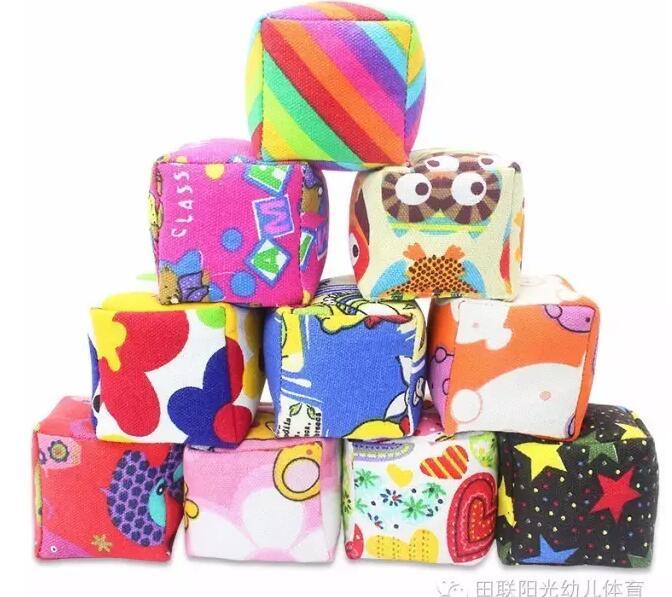 幼儿园小班活动教案:沙包的多种玩法